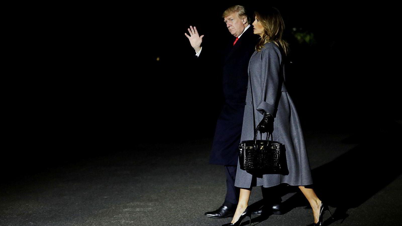 Den amerikanske presidenten Donald Trump skrev på Twitter at oljeprisen er høyere enn tilbudet tilsier, og at Opec og Saudi-Arabia «forhåpentlig ikke vil kutte i produksjonen». Her er presidenten sammen med sin kone Melania.