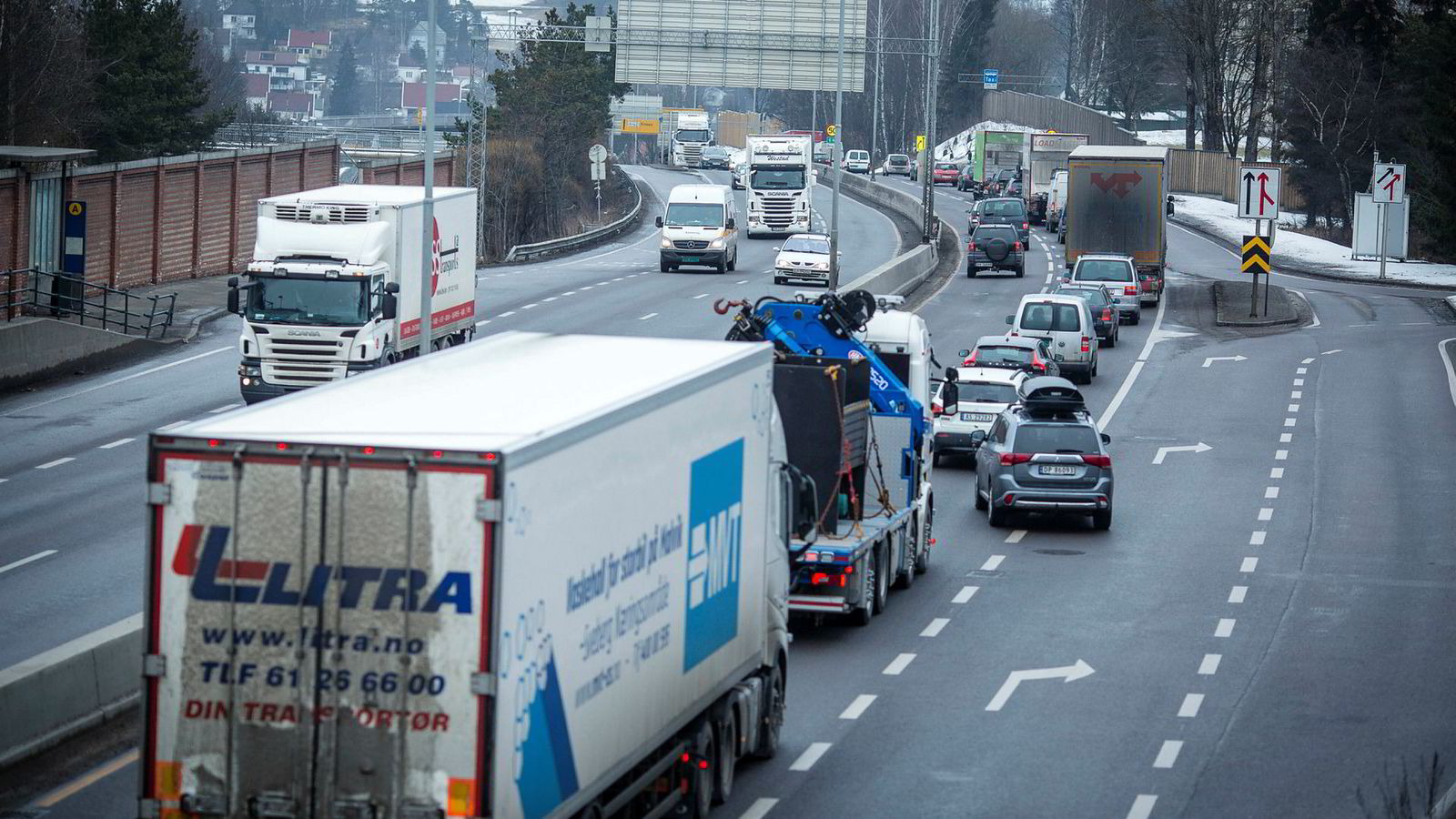Politikerne har satt et mål om å halvere transportutslippene innen 2030. Dersom målene skal nås, trengs det økt innsats i næringstransporten, skriver innleggsforfatteren.