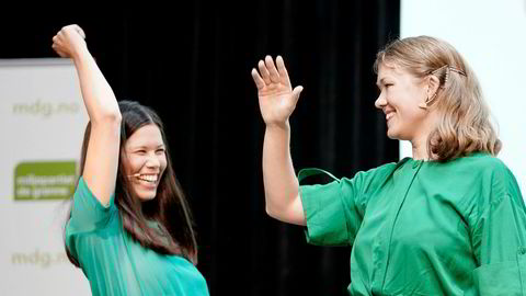 Samferdselsbyråd  Lan Marie Berg (til venstre) sier nei til regjeringens tilbud om mer penger til lavere bomsatser og høyere kollektivsatsing. Her sammen med nasjonal talsperson Une Bastholm under MDGs valgkampåpning.