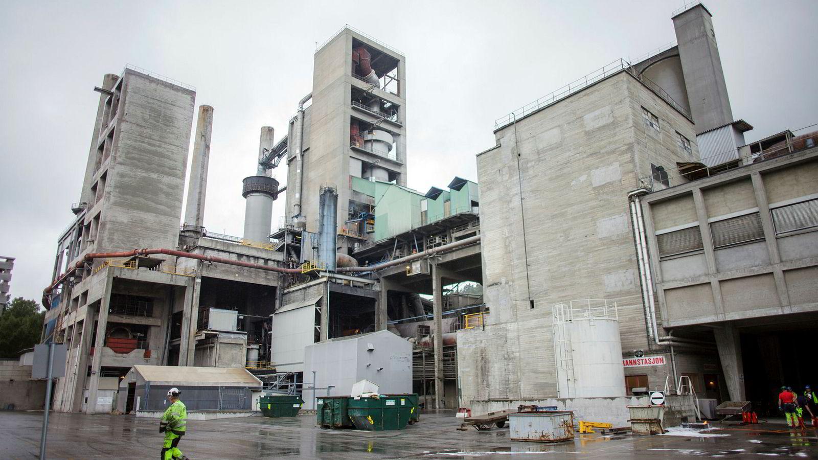 Norcems sementfabrikk her i Brevik er ett av to norske industrianlegg som er ment å inngå i regjeringens store CO2-fangst- og lagringsprosjekt.
