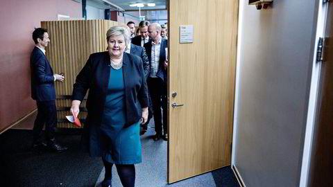 Erna Solberg bestemte seg fredag kveld for å avlyse lørdagens avtaler, slik at hun selv kunne delta i forhandlingene.                    Foto: Aleksander Nordahl