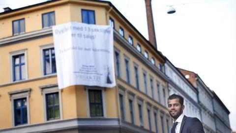 Eiendomsmegler Noman Afzal opplever rekordsterk interesse for en fullt utleid bygård på Bislett i Oslo. Foto: Per Ståle Bugjerde