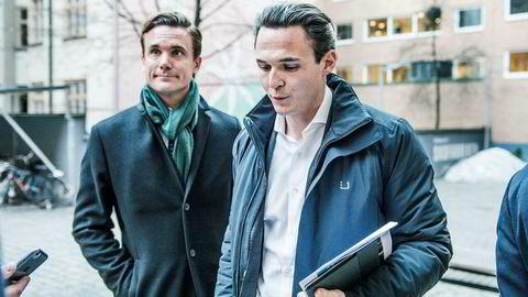 Tjente penger. Allras toppsjef Alexander Ernstberger (til høyre) og fondssjef Olle Markusson på vei inn til Pensionsmyndigheten like før Allra ble kastet ut av pensjonssystemet. Markusson var også sjef for Oak Capital før han fikk jobb i Allra.