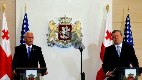 Visepresident Mike Pence (t.v.) med den georgiske statsministeren Giorgi Kvirikasjvili.