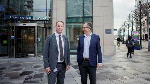 Einar Espolin Johnson (fra høyre) har forhandlet en ny storkundeavtale i Danske Bank, på vegne av Akademikerne. Både han og landssjef Trond F. Mellingsæter i Danske Bank sier hvitvaskingsskandalen har spilt inn, men banken fikk fornyet tillit.