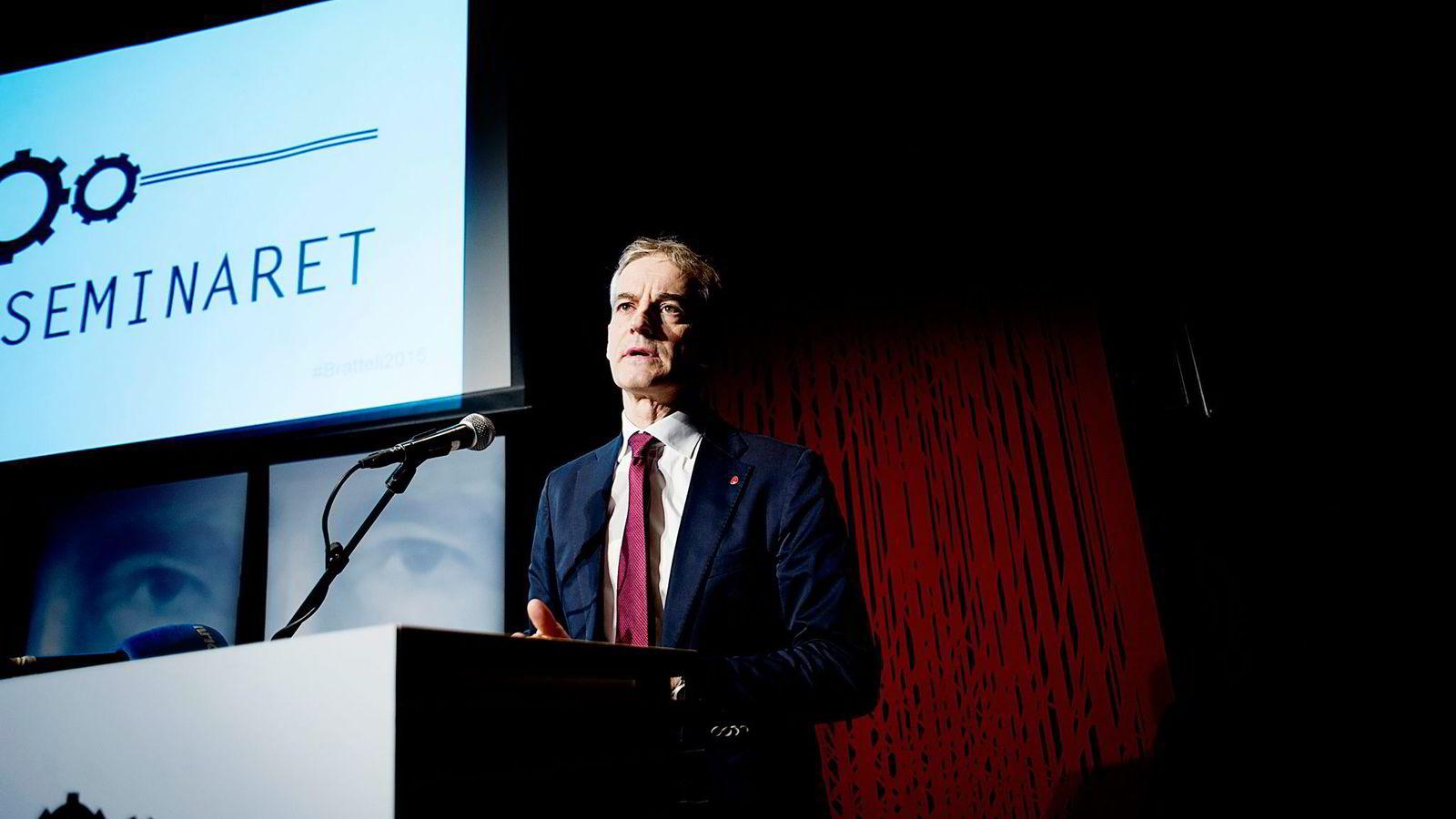 Ap-leder Jonas Gahr Støre innledet på Bratteli-seminaret på Litteraturhuset i Oslo mandag.