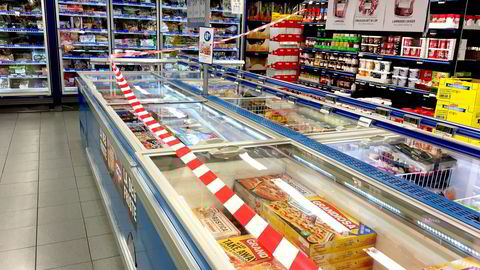 Kunder gik fritt ut og inn av det avsperrede området i Rema-butikken på Løren