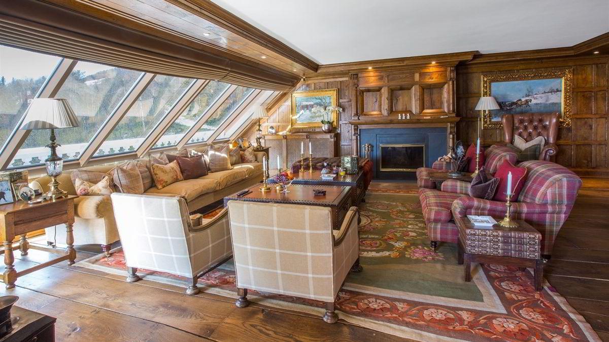 John Fredriksen selger den skreddersydde leiligheten som er spesialbygget av britiske båtbyggere.