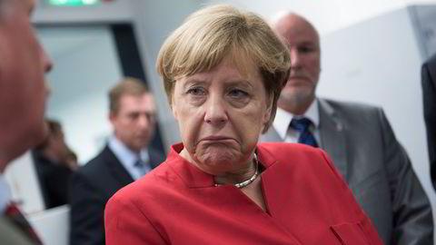 - Vi er i en kritisk situasjon, sier Tysklands forbundskansler Angela Merkel. Foto:  REUTERS/Stefanie Loos