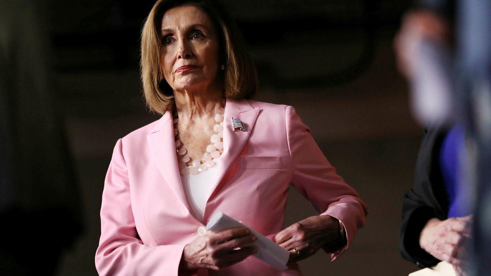 Nancy Pelosi, flertallsleder i Representantenes hus, mener president Donald Trump ikke ga henne noe valg.
