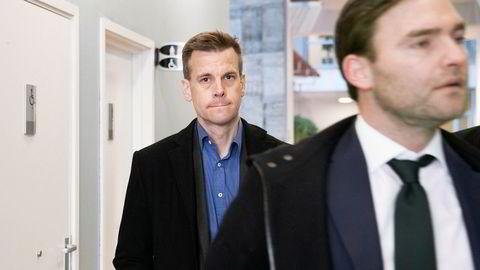 Arne Vigeland (bak) saksøkte styret i RenoNorden for å ha tilbakeholdt informasjon i forbindelse med en emisjon i selskapet. Advokat Nils Christian Langtvedt til høyre.