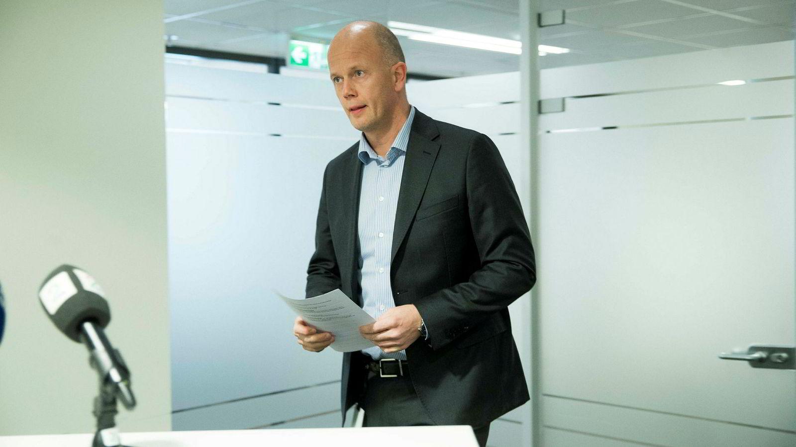 Advokat Svein Holden har fått skissert for seg hvordan kidnapperne ønsker å formidle et livstegn fra Anne-Elisabeth Hagen.