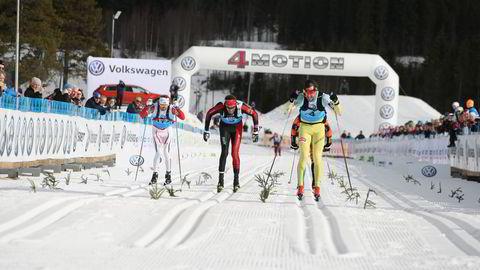 John Kristian Dahl (t.v.) stakk av med seieren i eliteklassen for menn i årets Birken. Anders Aukland (i midten) ble nummer to og Petter Eliassen nummer tre. Foto: Birken/Lars Krogsveen