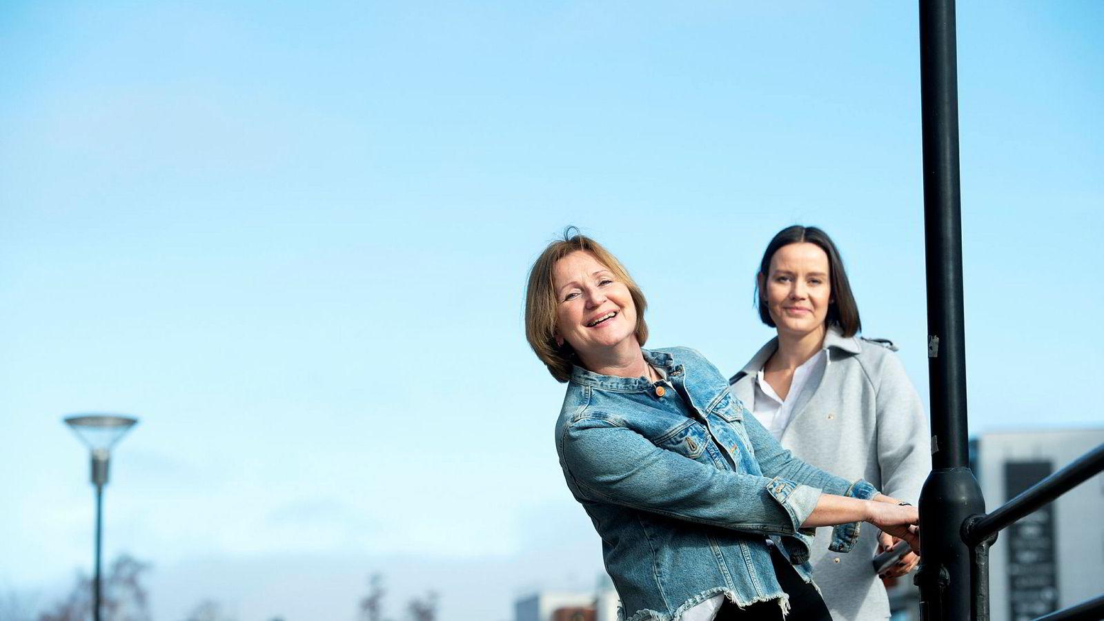 Elisabeth Lund-Andersen, (til venstre) blir ny redaktør og direktør i Vi Menn. Administrerende direktør Nina Vesterby informerte torsdag de ansatte i Egmont om den nye strukturen i Egmont Publishing.