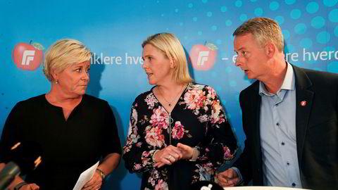 Frp-ledelsen, her partileder Siv Jensen (f.v.), nestleder Sylvi Listhaug og nestleder Terje Søviknes har gjentatte ganger sagt at de er ferdig med forhandlinger om bompenger.