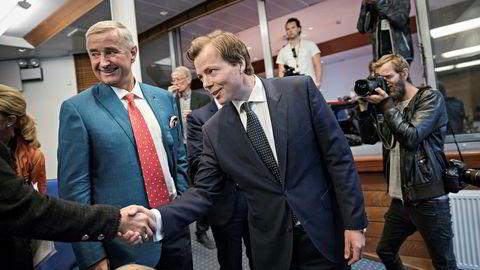 Styreleder Christen Sveaas sammen med Norske Skog-sjef Lars Sperre under den ekstraordinær generalforsamlingen i august.