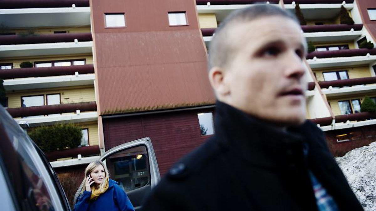 Anne Helene Moen og Matti Lillebø hos Namsfogden på vei ut til en ny jobb.