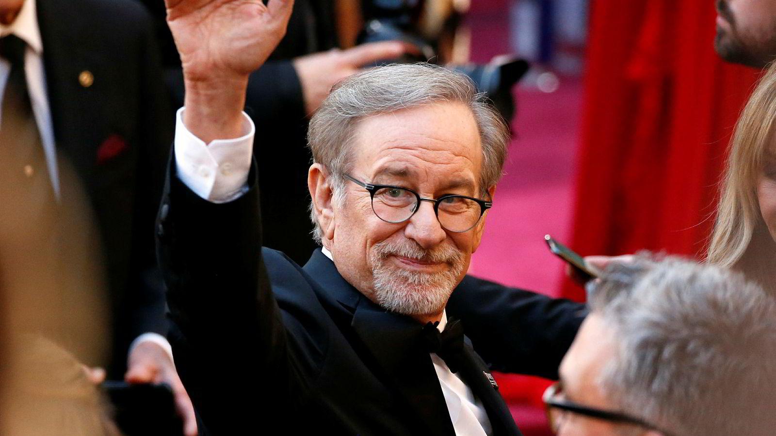 Den suksessrike filmregissøren Steven Spielberg, medlem av Oscar-akademiet, er kritisk til at filmer produsert for TV, som Neflix, skal bli kunne vinner Oscars. Her ankommer Spielberg Oscar-utdelingen i Los Angeles i 2018.