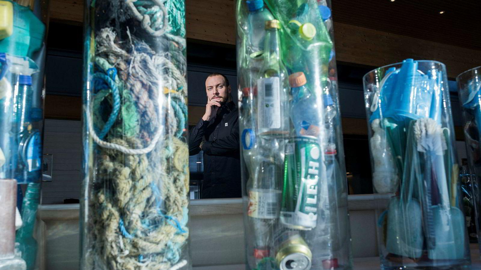 – Gjennom å kreve at plastprodusenter og importører får ansvar gjennom hele livsløpet, vil mengden plast på avveier reduseres, sier WWF-rådgiver Fredrik Myhre som ikke støtter forslaget om å sende ut offshorefartøy i opplag for å samle opp plast i havet.