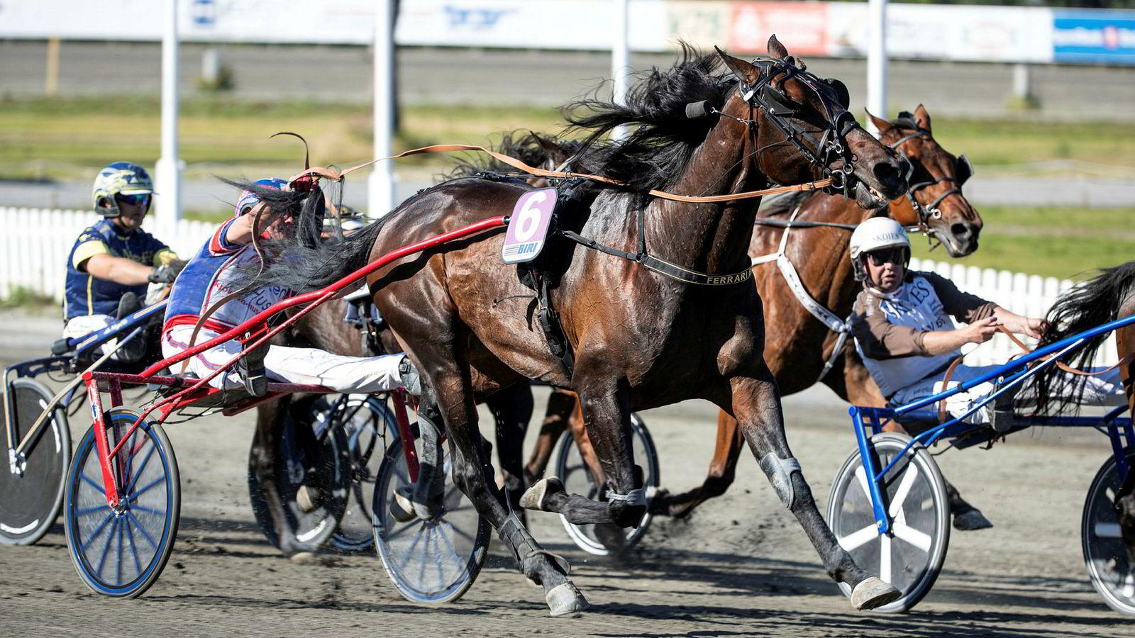 Det Norske Travselskap varsler konkurs og oppsigelser som følge av krav om innføring av tapsgrenser for hestespill.
