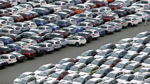 Analyseselskap tror halvparten av Japans bilprodusenter kan være borte innen fem år. Bildet viser biler som venter på å bli eksportert fra havnen i Kawasaki. Foto: Koji Sasahara/AP Photo/NTB Scanpix