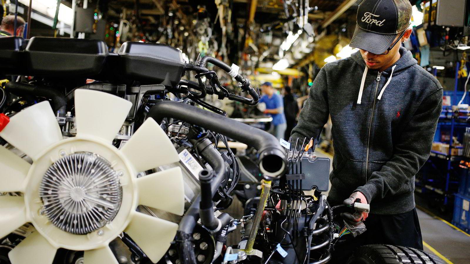 Den typiske amerikanske mannen har ikke fått lønnsøkning på 42 år. Her er arbeider på Ford Motor Company. Foto: Luke Sharrett/