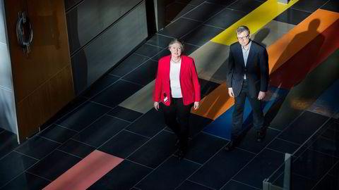 Daglig leder i Telenors Pensjonskasse Marit Aasen og kapitalforvalter Tom Jarneid sier det kan bli tøft å gi medlemmene god avkastning når myndighetene strammer inn regelverket. Foto: