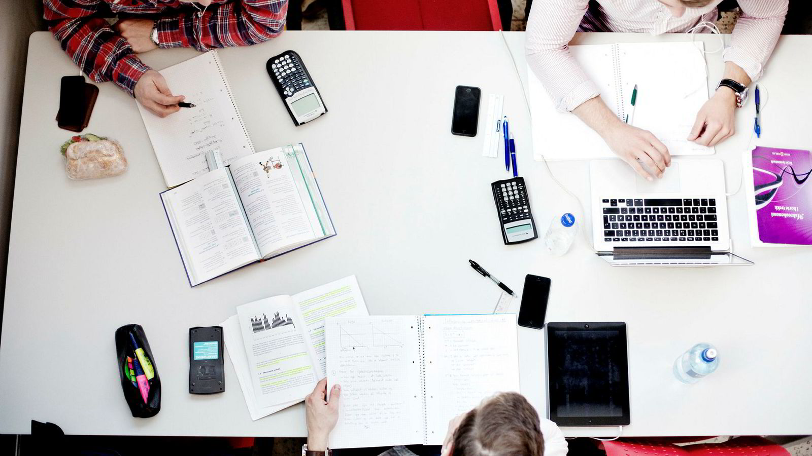 Syv av ti norske studenter er fornøyde med tilværelsen. Det kan være på tross av studiestedet.