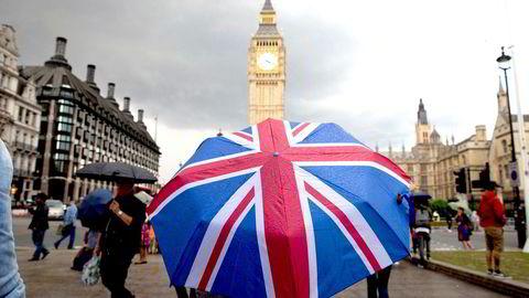 Britene skal ut av EU om ett år, men fortsatt er det helt i det blå hvordan utmeldelsesavtalen vil se ut, og hvilke handelsavtaler som vil bli gjeldende mellom Storbritannia og EU. Bilde av Big Ben ved parlamentet i London.