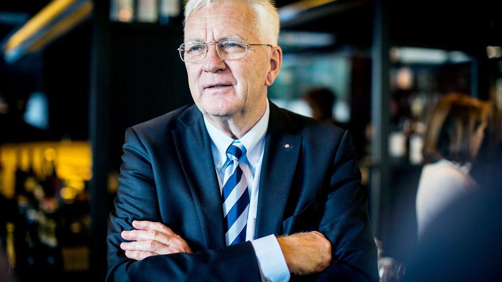 Trygve Hegnar har bestemt at hans selskap Periscopus skal betale 200 millioner kroner til sine aksjeeiere.