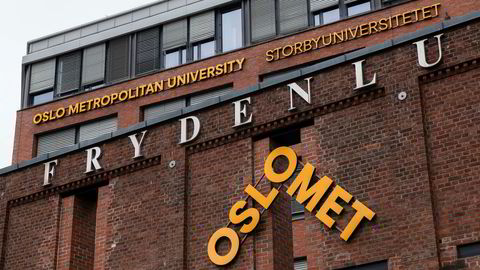 Debatten rundt de nye skiltene til Oslomet har rast etter at den engelske versjonen av navnet er blitt prioritert foran det norske.