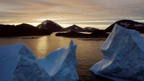 Issmelting på Grønland og oppvarmingen av vannet i havet bidrar til stigende havnivå. Bildet viser isberg nær Kulusuk i august.