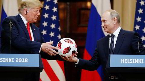 Reaksjonene på toppmøtet i Helsingfors er nærmest samstemte om at Donald Trump (til venstre) ble fintet ut og rundspilt av Vladimir Putin.