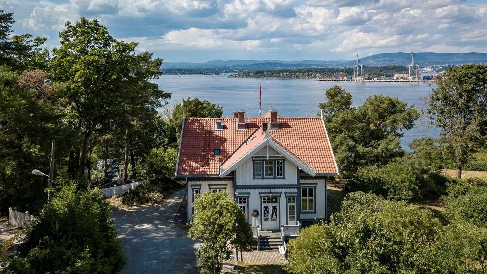XXL-gründer Øivind L. Tidemandsen kjøpte villaen for 25 millioner i 2010. Hva han solgte den for i 2018 er ukjent, men det er tatt pant på 27 millioner kroner i eiendommen.