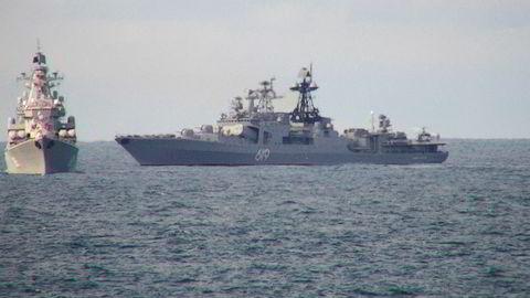 Sevoromorsk 619 og et annet ukjent fartøy fra den russiske marinen viser seg frem i Norskehavet ikke langt fra den norske kysten den 10. august i år.