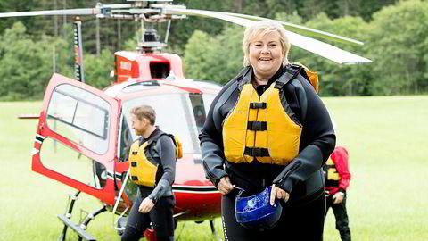 Statsminister Erna Solberg (H) ankommer i helikopter for å rafte i Vossaelva før åpningen av Ekstremsportveko i fjor.