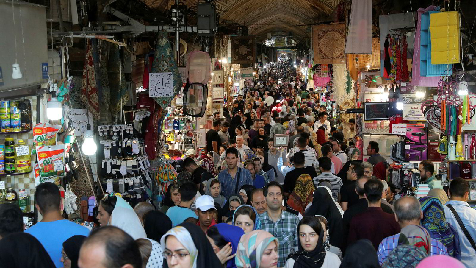 Mange iranere skylder ikke bare på sanksjonene fra USA, men på sine egne ledere og korrupsjon for den økonomiske krisen i landet.