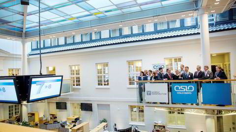 Nordic Nanovector ble notert på Oslo Børs i mars 2015. Her ringer representanter fra selskapet i børsbjellen.