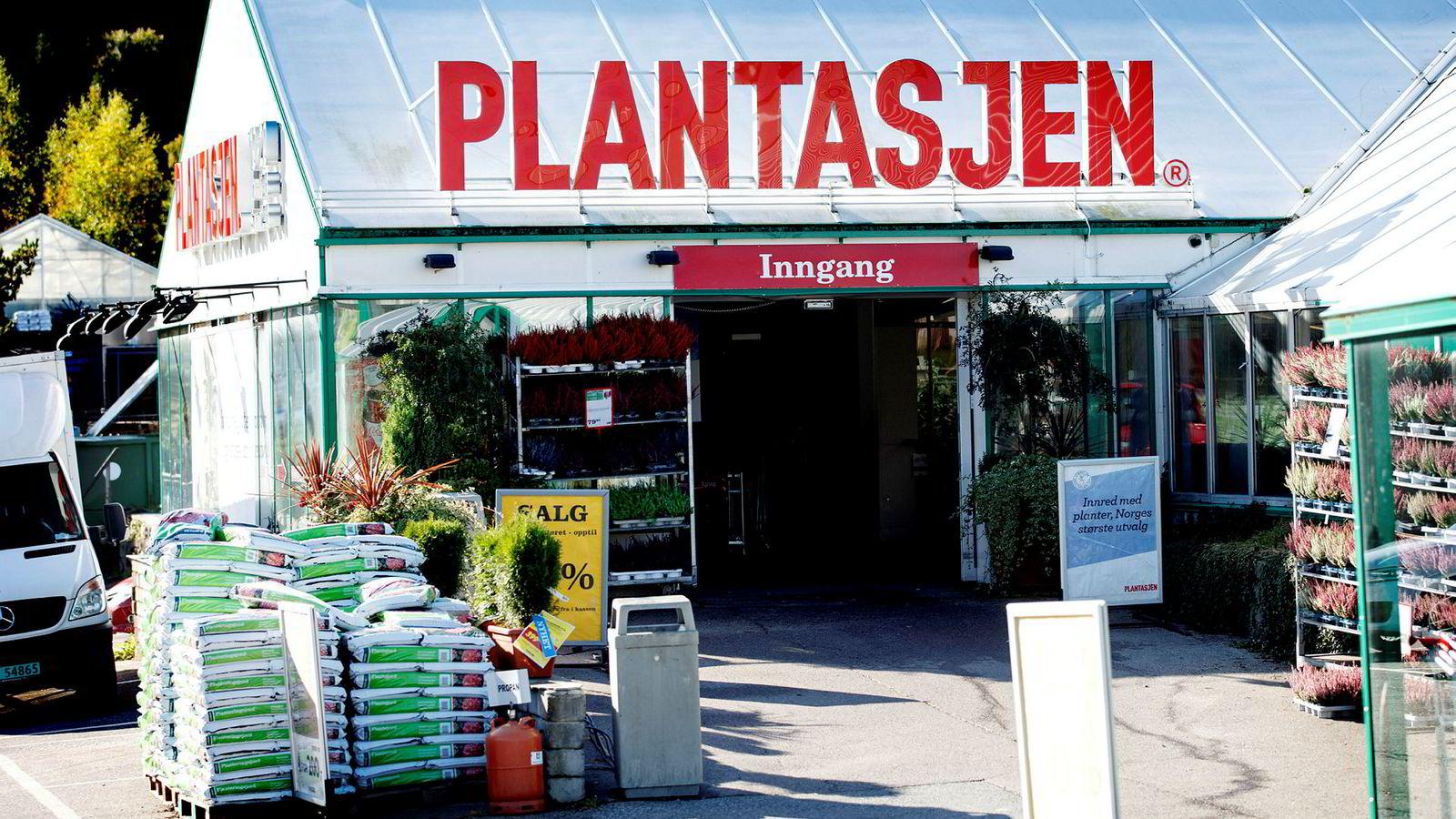 Plantasjen vil selge mer griller og hagemøbler på søndager. Det liker ikke søndagsstengte konkurrenter.