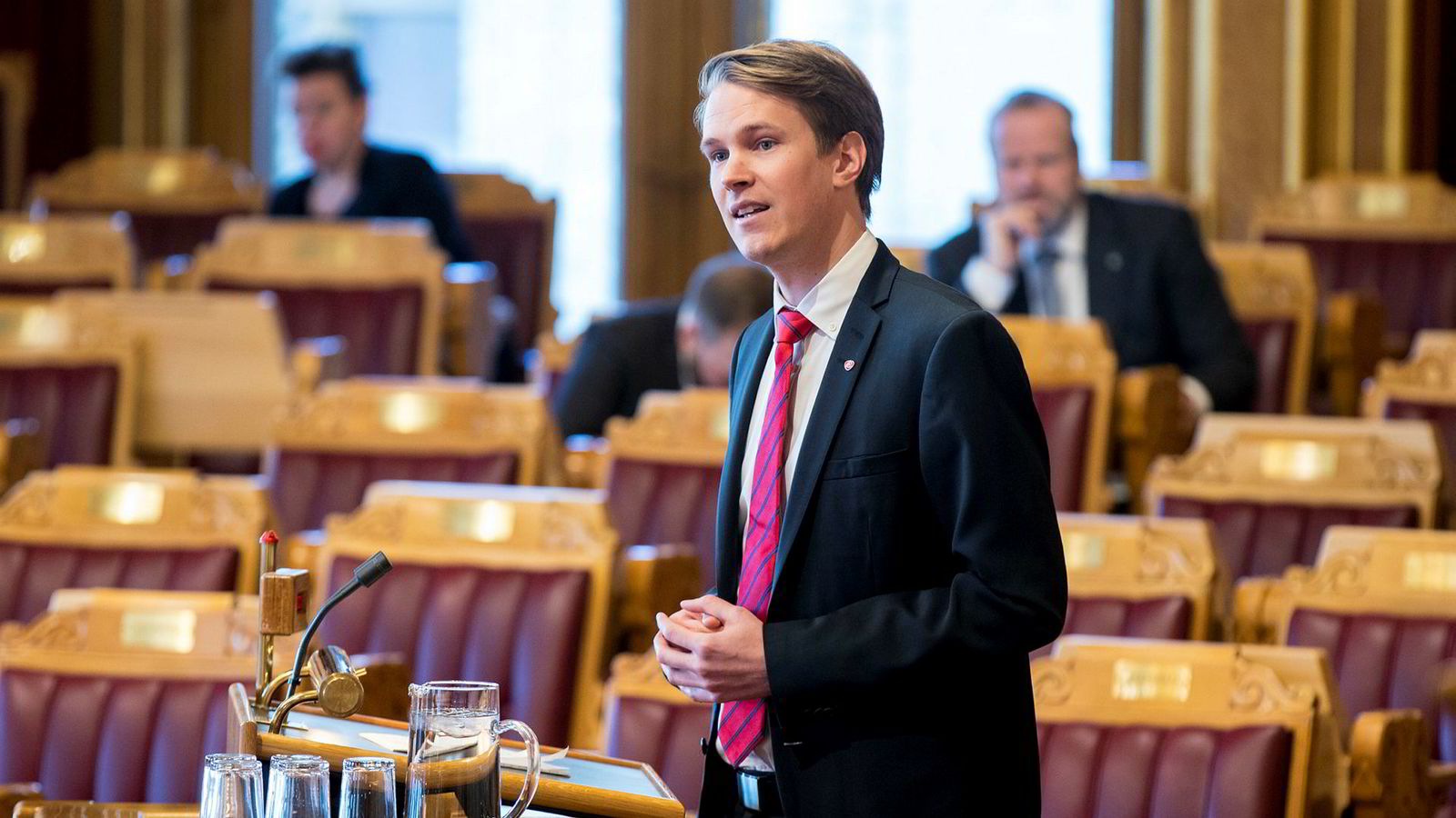 Aps Torstein Tvedt Solberg frykter at Krf vil løpe fra sine løfter i skolepolitikken.