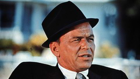 Frank Sinatra så ikke for seg at hans ansikt, etter hans død, skulle pryde dobørster og undertøy. Med hjelp av noen dyktige advokater gikk de rettens vei. Slik ble det at du ikke kan bruke navnet, utseendet, signaturen eller stemmen til en kjendis for å tjene penger på det, uten å ha tillatelse fra personen selv. Bildet av Sinatra er fra 1970.