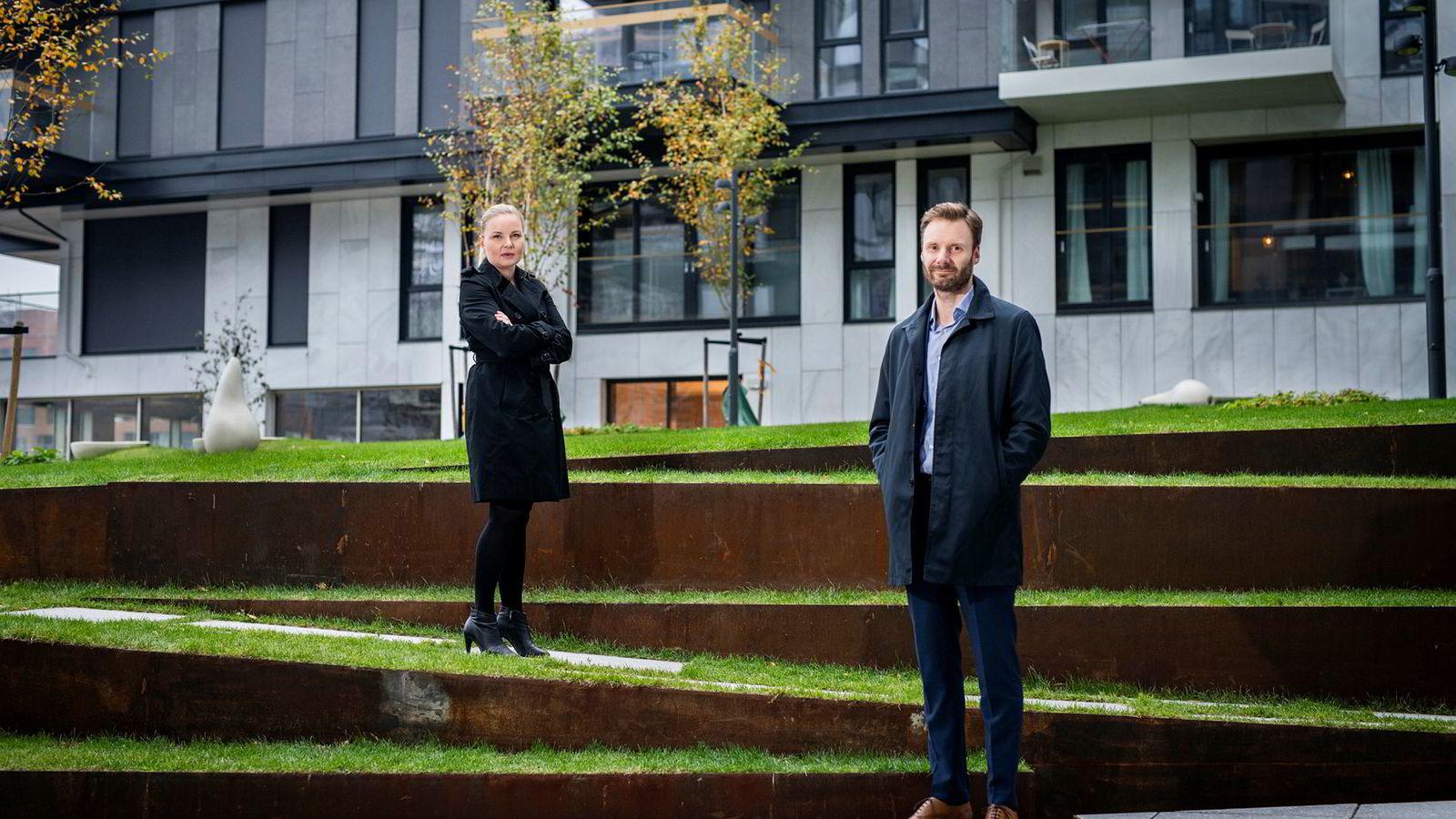 Lederne Ingrid D. Bergh i Sopra Steria og Trygve Håkedal i Storebrand synes det er nedslående at flere unge kvinnelige ledere føler seg forskjellsbehandlet i forhold til mannlige kolleger.