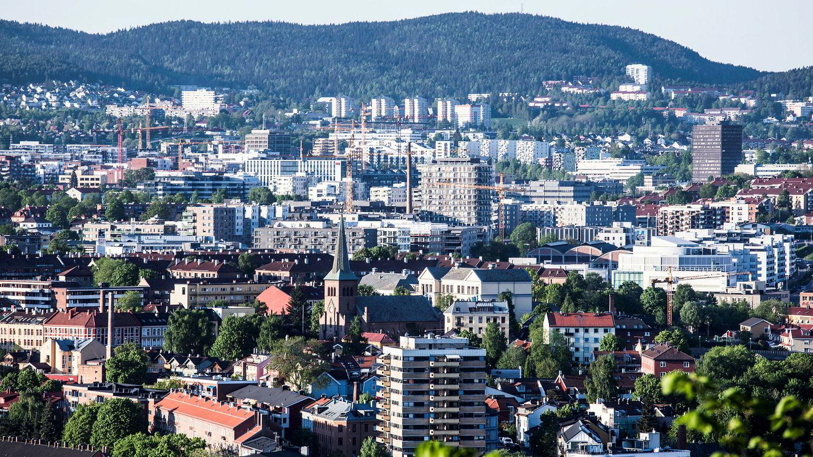 Til tross for svakere utvikling i boligprisene, har norske husholdningers gjeld fortsatt å øke.