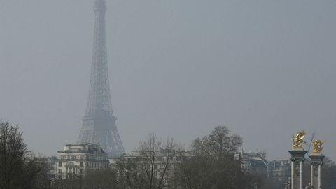 Eifelltårnet i smog, 18. mars 2016.