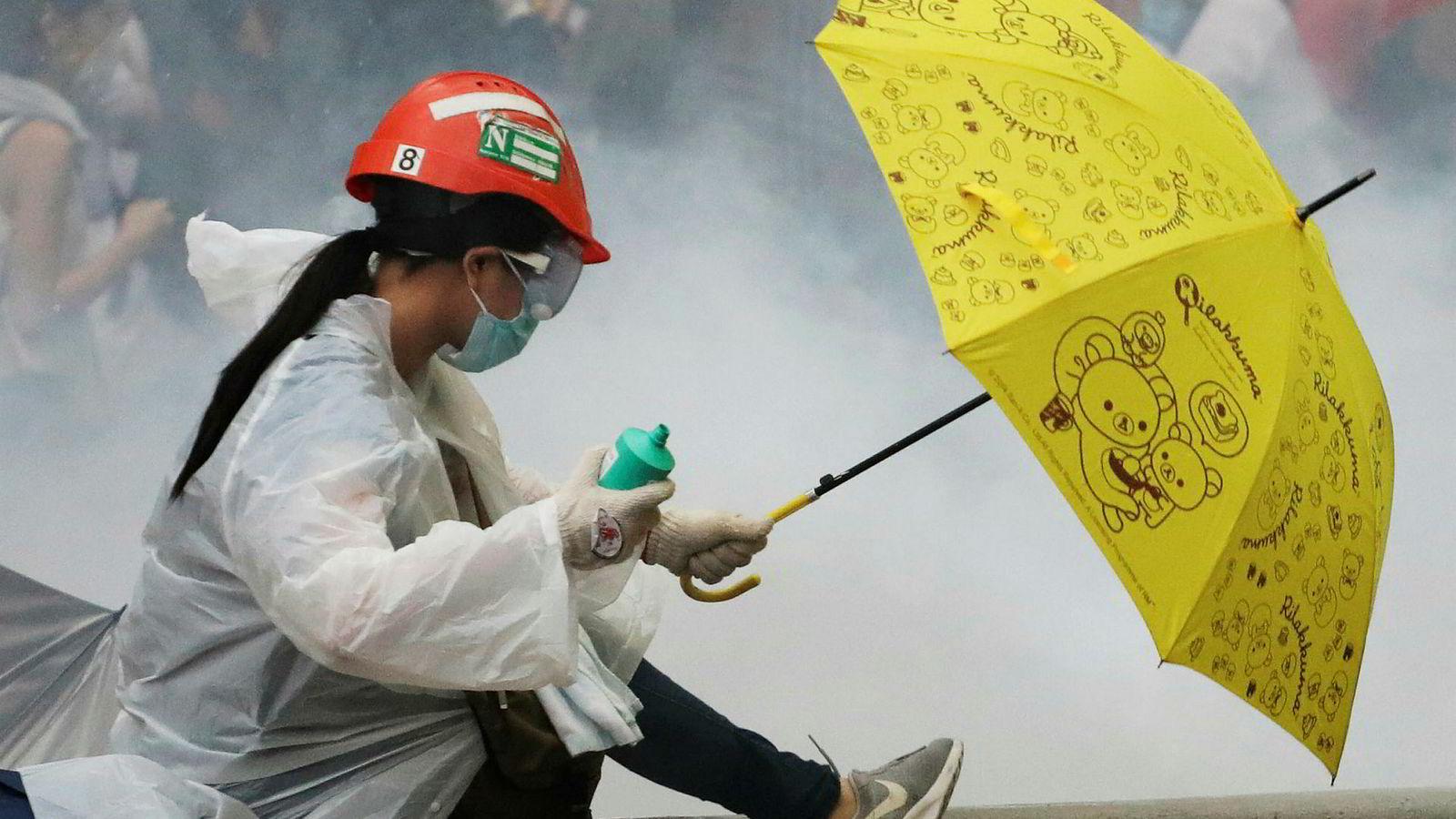 Det har vært store demonstrasjoner i Hongkong den siste tiden. Paraplyene, som fikk stor betydning under demonstrasjonene i 2014, har også i år vært synlige i bybildet.