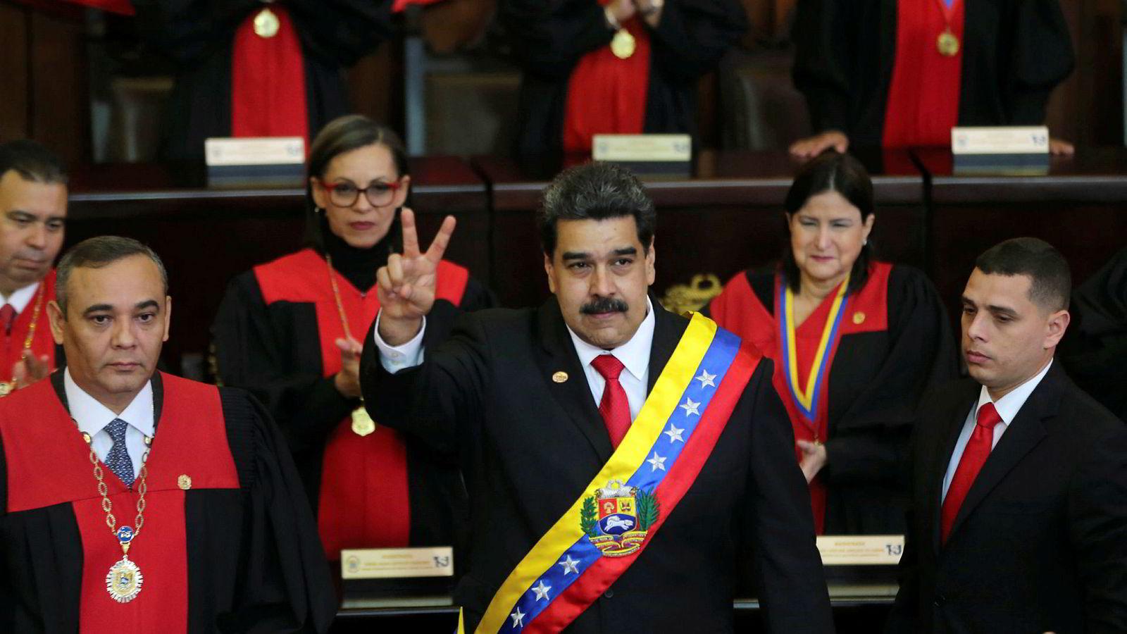 Den sosialistiske regjeringen til Nicolás Maduro har gitt matmangel, hyperinflasjon, korrupsjon og masseflukt. Folket har snudd seg mot regimet.