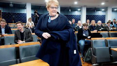 Venstre-leder Trine Skei Grande hadde i fjor et møte med partifelle Gro Skartveit på partiets landsmøte.