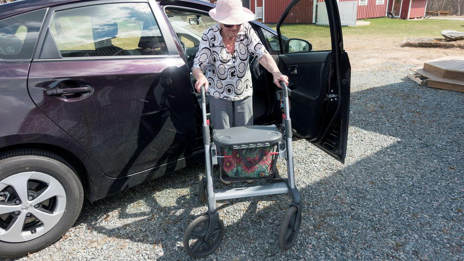 En arbeidsgruppe fra Helsedirektoratet og Vegdirektoratet vil heve aldersgrensen for helseattest for bilførere.