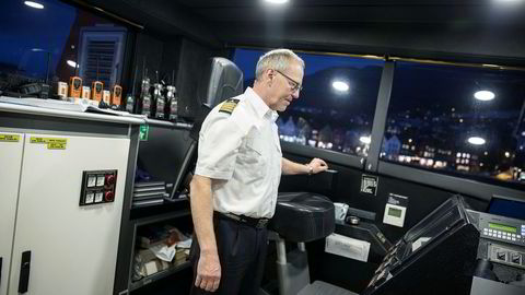 Jan Marcussen, maskinsjef på Fjordbris, mener eldre maskinister blir faset ut fordi rederiene ikke vil betale for høyspentkurs.