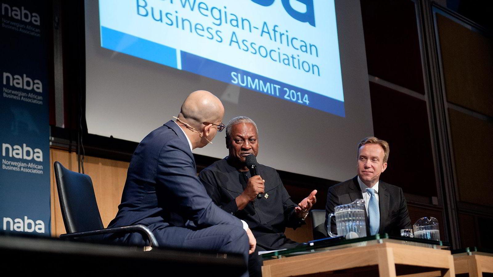Ghanas president John Dramani Mahama (i midten) var i Oslo på Norwegian-African Business Summit torsdag. Han vil ha flere norske selskaper til Ghana. Utenriksminister Børge Brende til høyre. Foto: Melisa Fajkovic